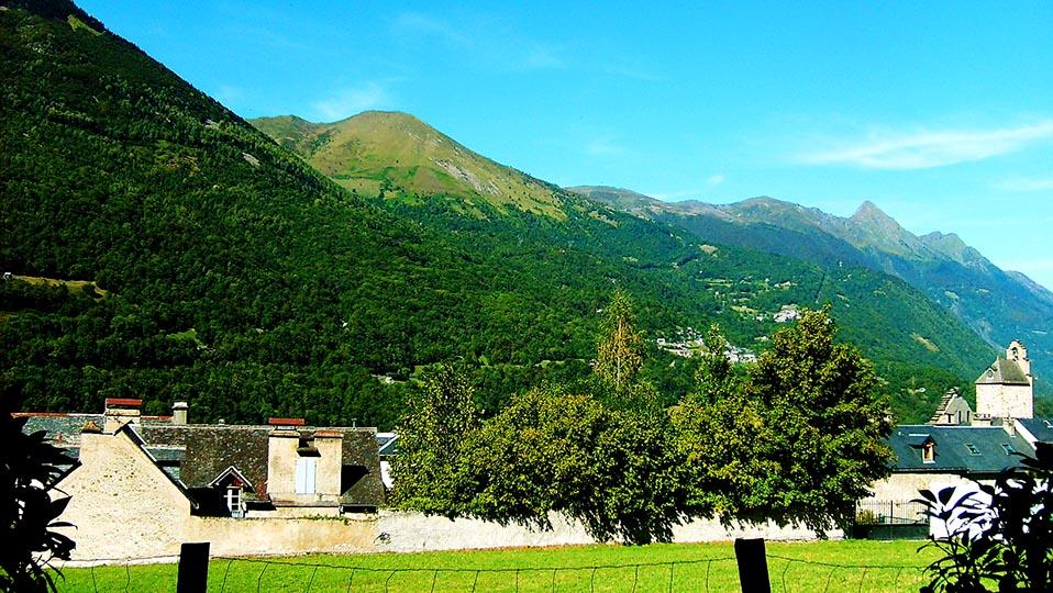 Location à Luz-Saint-Sauveur d'un appartement face au village et à la montagne