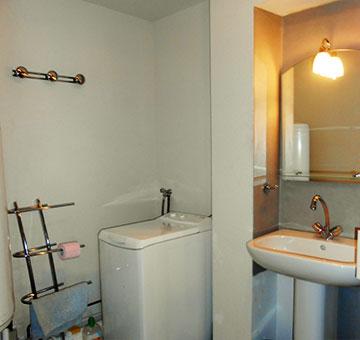 Vue de la salle d'eau de l'appartement en location à Luz-Saint-Sauveur