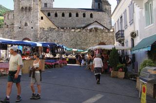 Le marché du village de Luz-Saint-Sauveur