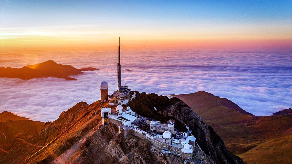 Le Pic du Midi de Bigorre, au-dessus de la mer de nuages